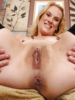 Hot Mature Spreading Porn Pics