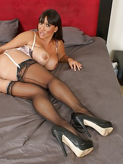 Hot Mature in Stockings Porn Pics